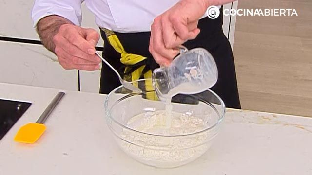 Baozi (relleno de txistorra) por Joseba Arguiñano, ¡el popular pan asiático al vapor! - paso 1