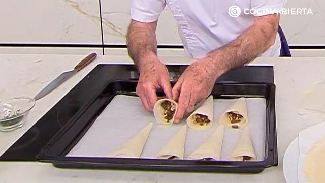 Bocados de pasta brick rellenos de chocolate y frutos secos por karlos Arguiñano - paso 4