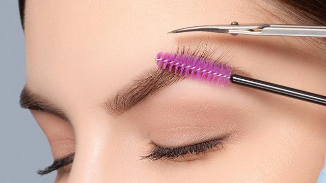 Cómo depilar las cejas en casa (paso a paso)