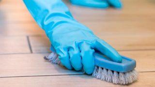 Cómo eliminar restos de pegamento