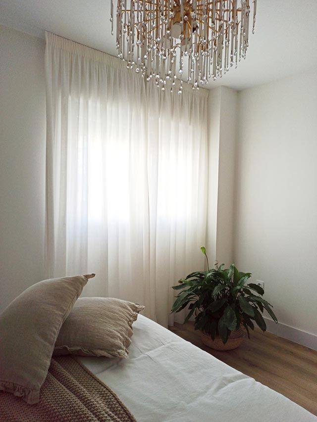 ¿Qué es mejor para aprovechar espacio en nuestro hogar: ¿Cortinas o estores?