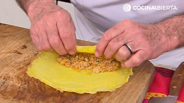 Crepes rellenos de txangurro con salsa verde por Karlos Arguiñano - paso 5