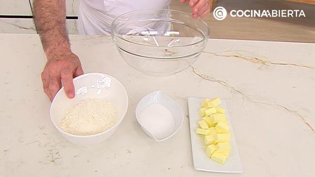 Crumble de frutos rojos (fresas y frambuesas), la receta más fácil de Karlos Arguiñano - paso 3