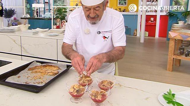 Crumble de frutos rojos (fresas y frambuesas), la receta más fácil de Karlos Arguiñano - paso 5