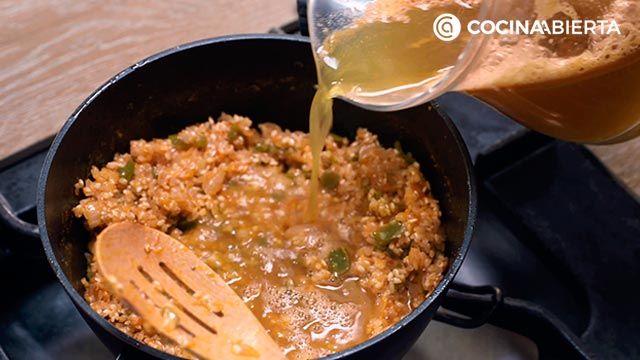 Paso 4 de la receta de Arroz meloso con gambones