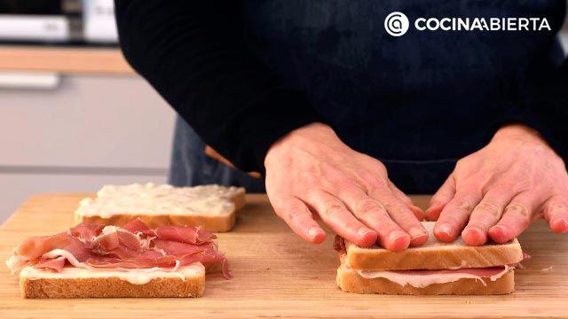 Paso 2 de la receta de Croque de jamón, bechamel y queso fundido