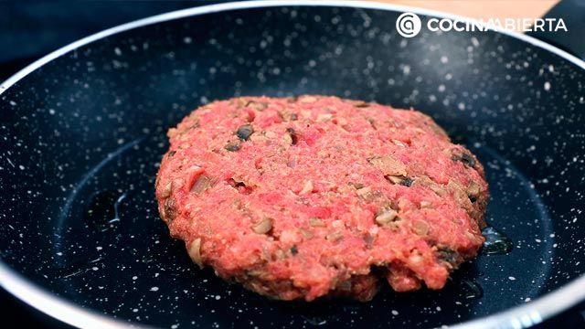 Paso 3 de la receta Hamburguesa de carne picada y champiñones