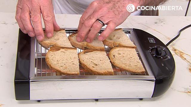 Espárragos verdes con jamón y queso, un aperitivo fácil y rápido por Karlos Arguiñano - paso 3