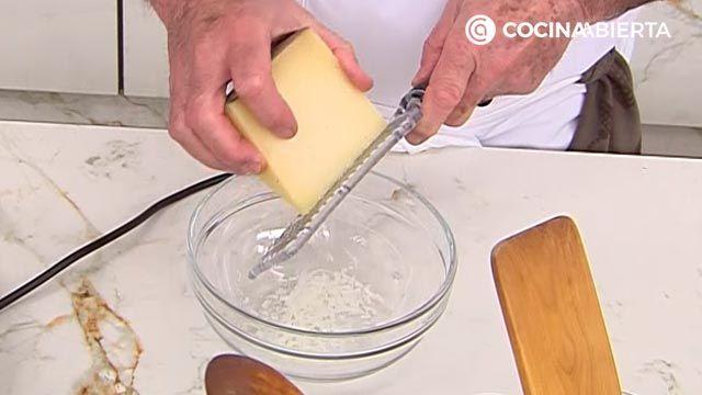 Espárragos verdes con jamón y queso, un aperitivo fácil y rápido por Karlos Arguiñano - paso 4