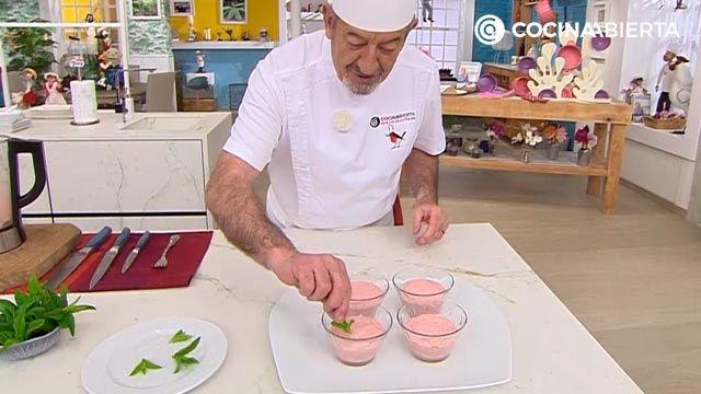 Helado casero de fresas y plátano congelado con yogur (sin heladera), un postre fácil y saludable de Karlos Arguiñano - paso 4