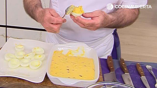 Huevos rellenos de jamón (con bechamel) por Karlos Arguiñano - paso 4