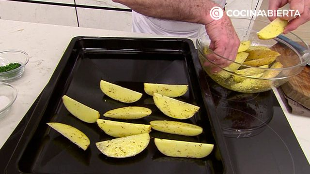 Hamburguesa de entrécula con patatas especiadas