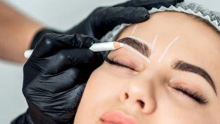 Las extensiones de cejas, la solución para las cejas finas y poco pobladas - Micropigmentación