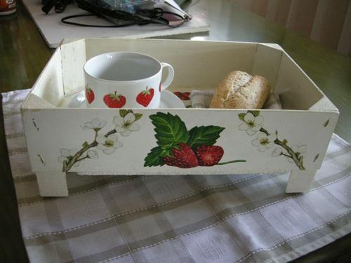 Hacer una bandeja con cajas de fresas