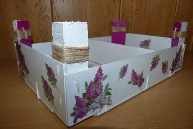 Reciclar cajas de fresas con pintura y decoupage