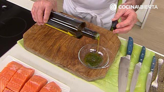 Salmón a la plancha con crema de aguacate y rúcula por Karlos Arguiñano - paso 2