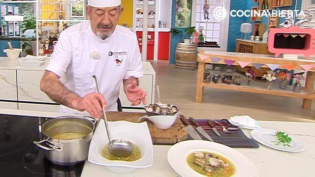 Sopa de quinoa con almejas por Karlos Arguiñano, una receta fácil y nutritiva con sabor a mar - paso 5