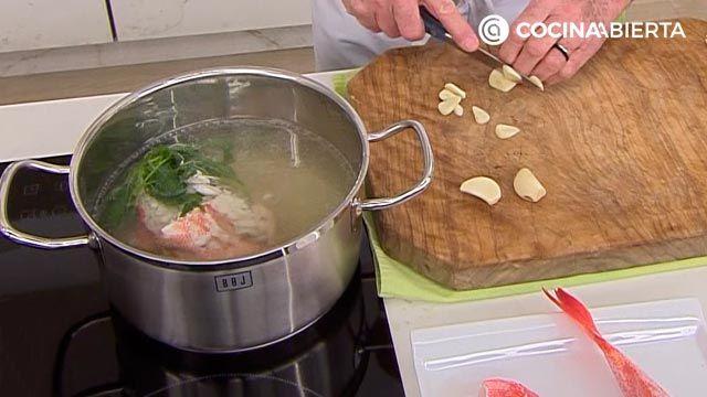 Suquet de Peix por Karlos Arguiñano, un guiso de pescado tradicional de la cocina catalana - paso 1