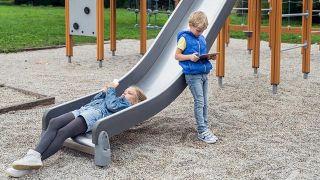5 motivos para prohibir los smartphones a niños menores de 12 años - Adicción infantil
