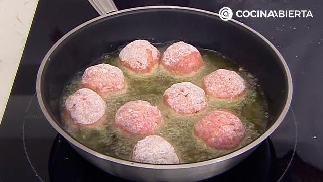 Albóndigas gratinadas al horno con salsa velouté, la deliciosa receta de Karlos Arguiñano - paso 4