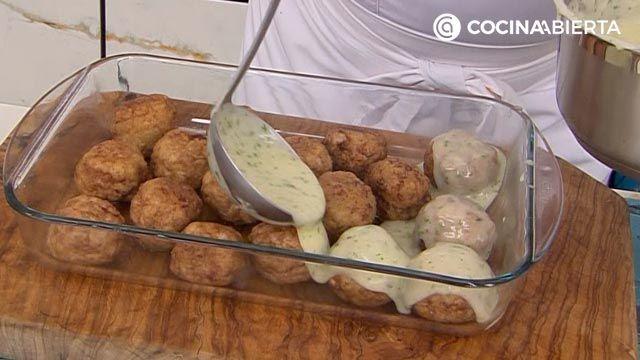Albóndigas gratinadas al horno con salsa velouté, la deliciosa receta de Karlos Arguiñano - paso 5