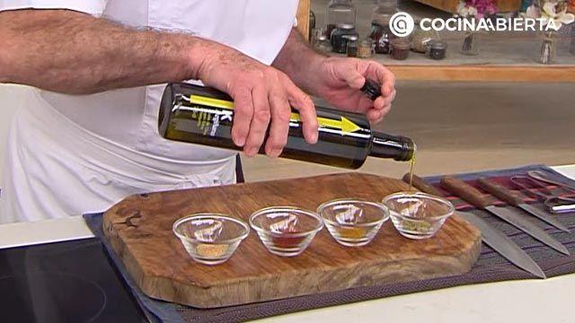 Aperitivo especiado crujiente de pasta al horno, una receta fácil y económica de Karlos Arguiñano - paso 2