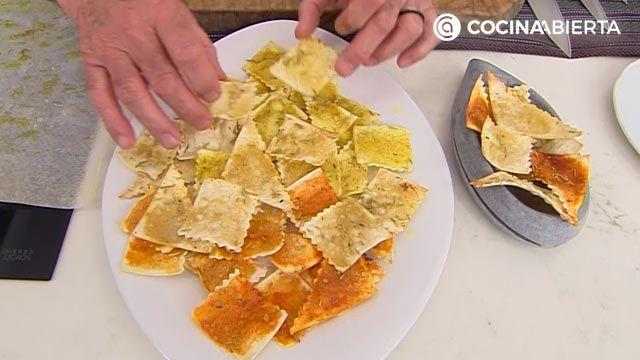 Aperitivo especiado crujiente de pasta al horno, una receta fácil y económica de Karlos Arguiñano - paso 5