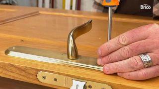 Cómo pintar una puerta de madera con pistola