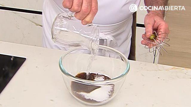 Café dalgona coreano, la receta más fácil de Karlos Arguiñano - paso 1