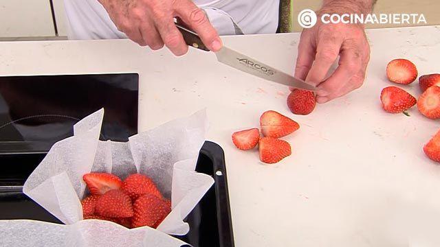 Clafoutis de fresa por Karlos Arguiñano, una tarta de origen francés muy fácil de hacer - paso 1