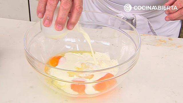 Clafoutis de fresa por Karlos Arguiñano, una tarta de origen francés muy fácil de hacer - paso 2