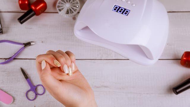 Cómo hacer uñas semipermanentes en casa, paso a paso