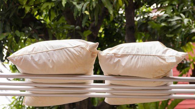 Cómo secar las almohadas y los cojines
