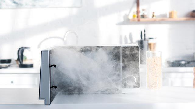 Cómo sacar el olor a quemado del microondas