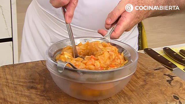Empanada gallega de parrochas por Karlos Arguiñano, ¡con la auténtica masa casera! - paso 2