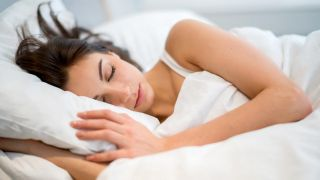 Consejos para dormir bien cuando hace calor - La postura de dormir