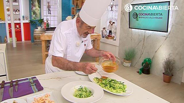 Espaguetis de calabacin con langostinos, receta fácil por Karlos Arguiñano - paso 5