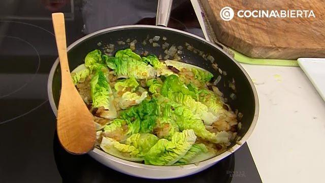 Garbanzos con cogollos y pasas por Karlos Arguiñano: ¡una receta al estilo siciliano! - paso 3
