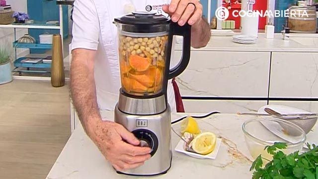 Hummus de boniato con crudités de zanahoria por Karlos Arguiñano, una original versión de la tradicional crema de garbanzos (receta de Cocinatis) - paso 3