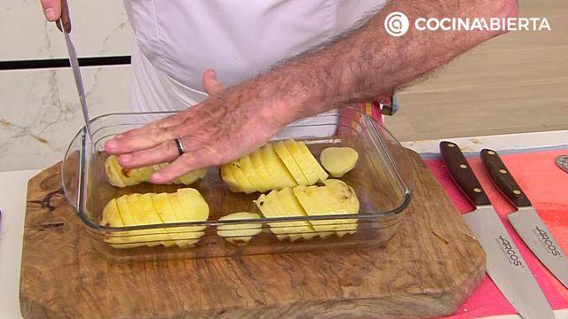 Lomo de cerdo a la sal y al horno con patatas asadas