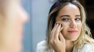 Cómo hacer maquillaje a prueba de sudor y agua