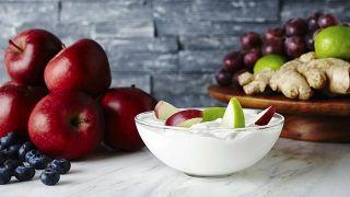Remedios naturales para eliminar náuseas y vómitos - Compota de manzana y yogur