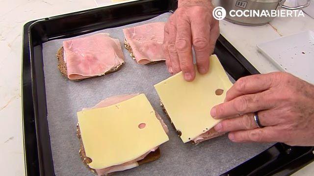 Croque-Madame, ¡la receta de Karlos Arguiñano!: el popular sándwich mixto francés gratinado con bechamel y huevo - paso 3