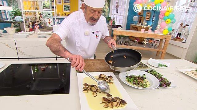Setas shitake al ajillo con crema de puerros y brotes, una deliciosa receta de Karlos Arguiñano - paso 4