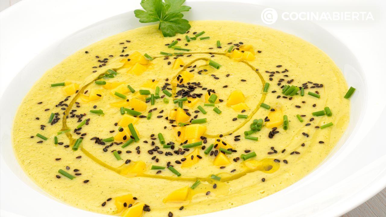 Sopa fría de calabacín y mango