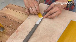 Cómo hacer un cabecero con revestimientos decorativos - Paso 5