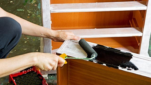 Imprimación antes de pintar un mueble de melamina