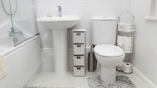 Elegir entre bañera o bidet en un baño mediano