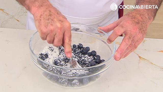 Empanadillas de frutas (rellenas de arándanos): ¡un postre al horno fácil y rápido de Karlos Arguiñano! - paso 1
