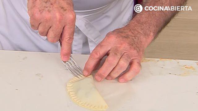 Empanadillas de frutas (rellenas de arándanos): ¡un postre al horno fácil y rápido de Karlos Arguiñano! - paso 2